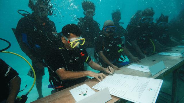 Víz alatti kormányülés